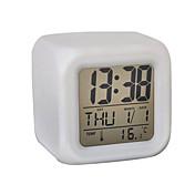 De 7 colores LED brillante cúbico termómetro digital calendario despertador (blanco, 4xAAA)