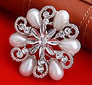 Women's   Round Flower Shape Pearl Brooch