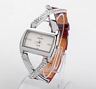 Women's Water-Resistant leather&Alloy Band Quartz Analog Watch
