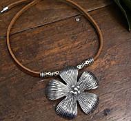 Classic (Silber Blumen-Anhänger) Brown Leather Erklärung Halskette (1 Stk.)