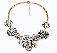 Snowflake Flower Design Clear Crystal Alloy Necklace (1 Pc)