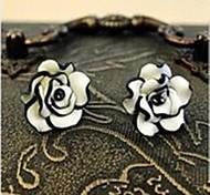 Lureme®Fashion Black and White Rose Earring