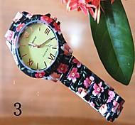 La montre en plastique de style décontracté du poignet analogique bande de quartz des femmes (couleurs assorties)