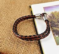 colores variados de los hombres de la vendimia tejen las pulseras de cuero de la PU