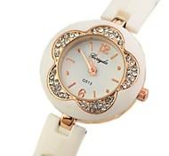 Women's Flower Type Dial Plastic Band Quartz Bracelet Watch