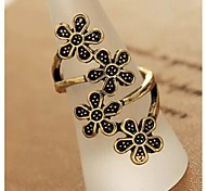 Four Flower Ornaments Retro Ring