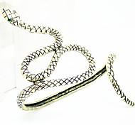 Retro Serpentine Palm Bracelet Random Color