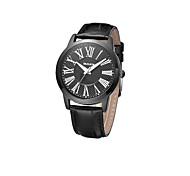 relógio dos homens com mostrador de fibra de carbono