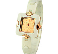 cadran carré en plastique montre-bracelet analogique bande de quartz des femmes