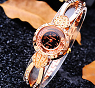 Women's Luxury Trend Round Diamond Dial Diamond Band Fashion Quartz Bracelet Watch (Assorted Colors)