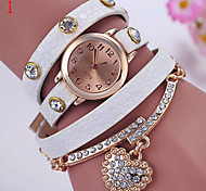 Ladies' Watch Around The Three Circle Leather Rivet Bracelet Watch