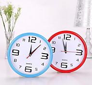uma nova simples circular parede relógio digital pendurado despertador (cor aleatória)