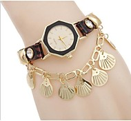 Woman Gold Shell Wrist Watch