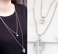 Женский Ожерелья с подвесками Стразы Имитация Алмазный Сплав В форме листа Двойной слой Мода Серебряный БижутерияДля вечеринок