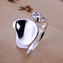 Upotettu timantti sydän rengas avaamalla upotettu aukot