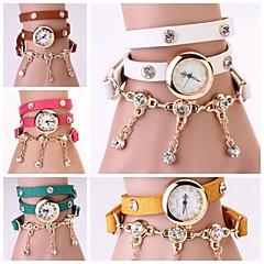 Naiset Vintage nahkahihna kellot, Set Auger Niitti rannerengas Naisten Dress Kellot (Assorted Colors)