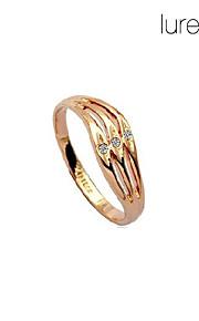 forvrænget hule diamant ring