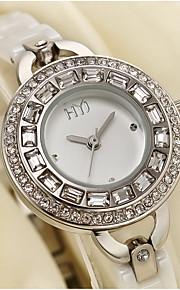 לנשים שעוני אופנה קווארץ סגסוגת להקה לבן זהב לבן